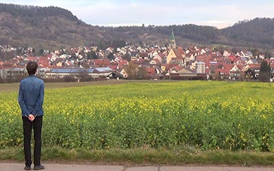 It's good to be back home! Finally, I can have a long walk through the beautiful fields of Entringen again.